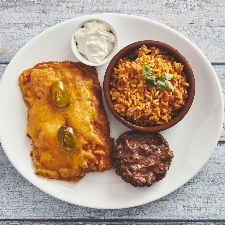 Enchiladas med ris, creme fraiche og refried beans120,-